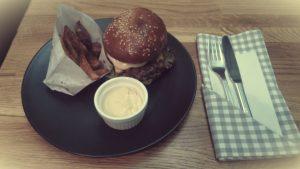 Hovädzí burger s chedarom